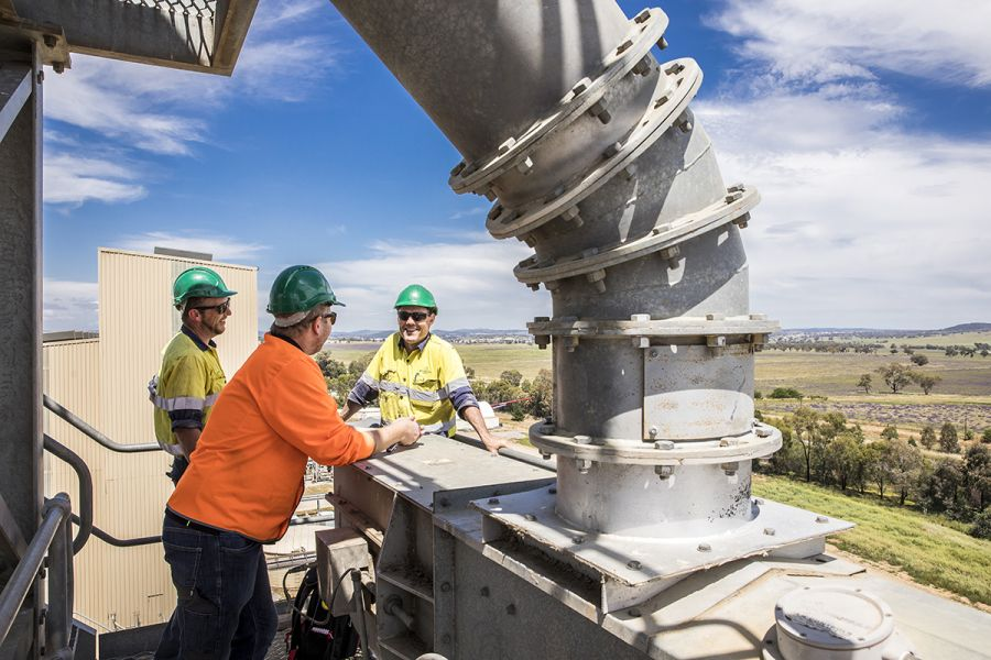 Workers meeting on Riverina Oils refinery